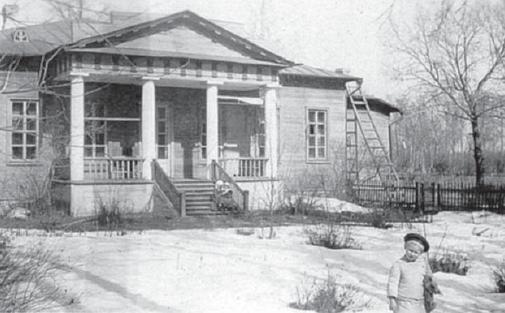 Барский дом. 1920 г. Шура Лубны-Герцык. (Фото из архива Т.Н. Жуковской).