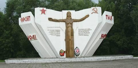 Памятник «Фронт – тыл» на площади Ленина в Глухове